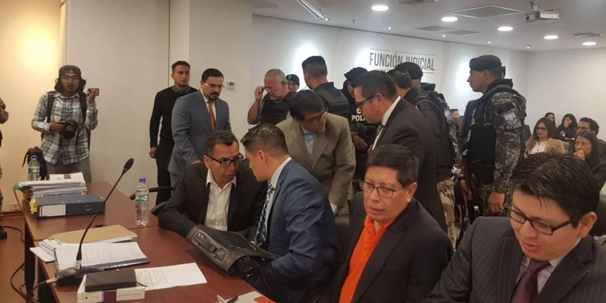 Carlos Pareja Yannuzzelli, Álex Bravo y Marco Calvopiña se reencuentran en audiencia