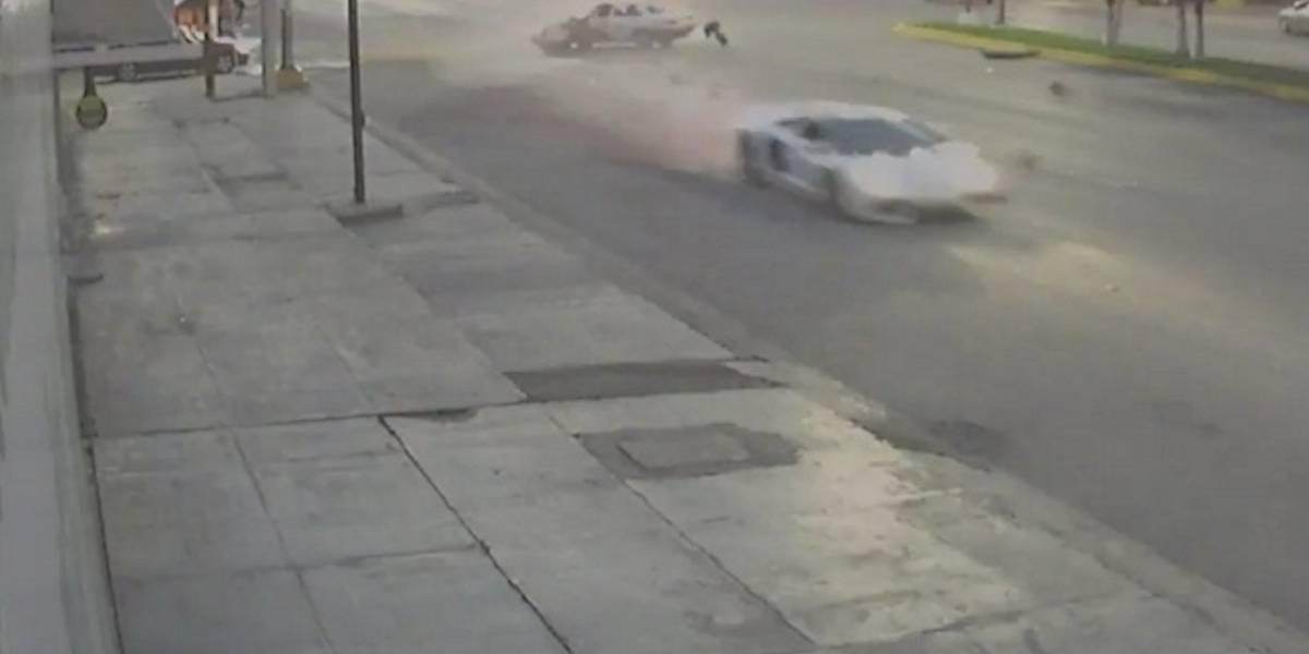 Taxista choca contra Lamborghini; tardaría seis años en pagarlo