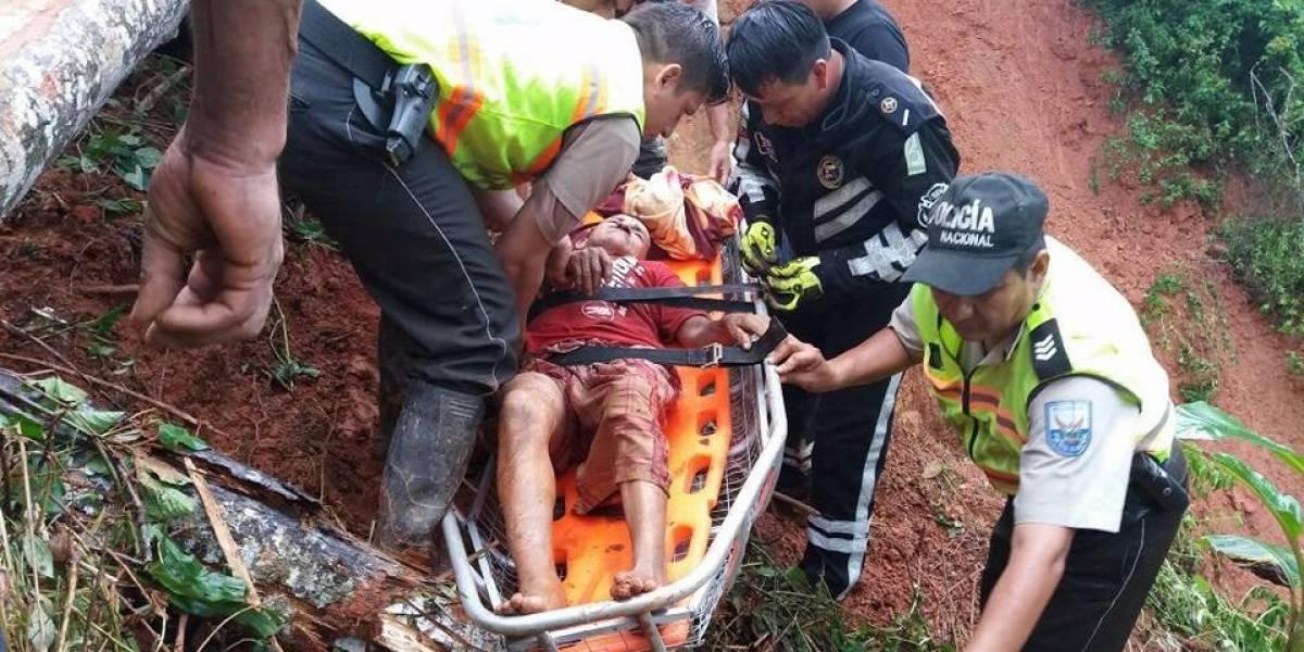 Se rescata a ciudadano atrapado por deslave en Piñas