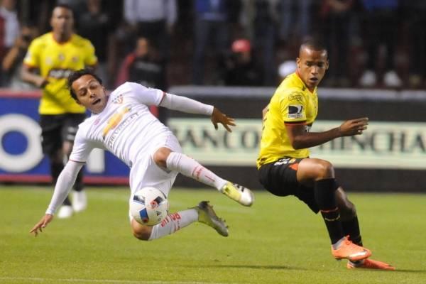 Barcelona SC vs Liga de Quito tendrá árbitros asistentes adicionales