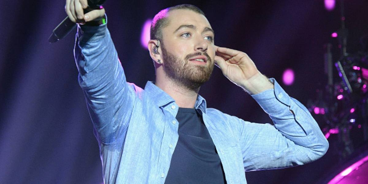 Sam Smith y protagonista de 13 Reasons Why se besan en público