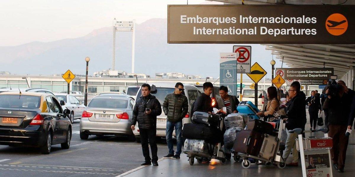 """Transantiago """"aterrizaría"""" en aeropuerto en 5 meses más: expertos discuten su utilidad"""