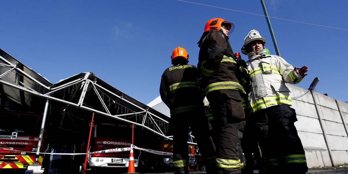 Insólito: roban cuartel de bomberos mientras voluntarios luchaban contra incendio en Alto Hospicio