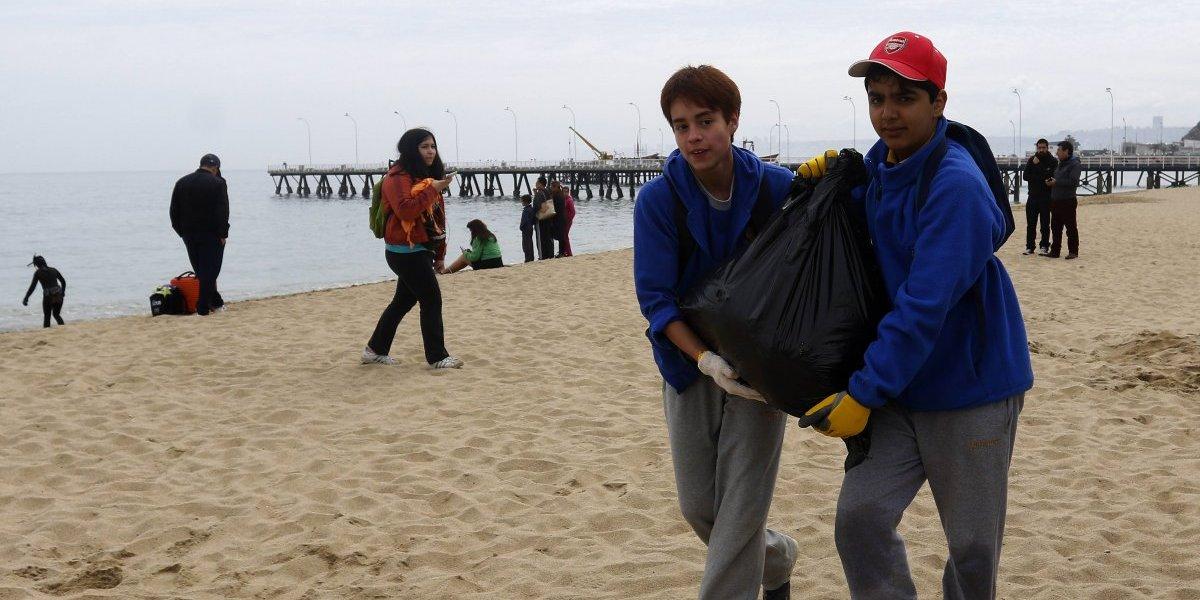 40% de los residuos en playas son colillas: la ley que prohíbe fumar se hizo humo
