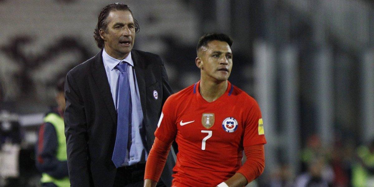 Pizzi le entrega su equipo a Alexis para que lleve a Chile al Mundial