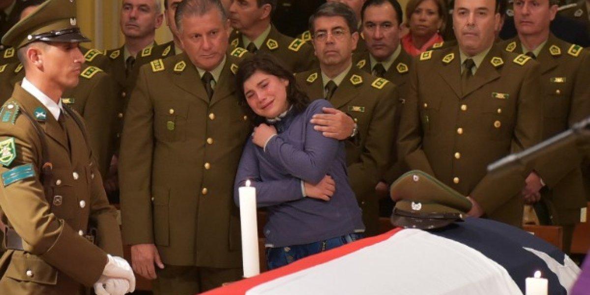 Carabinero fallecido en persecución: General Villalobos entregó pésame en emotiva ceremonia fúnebre