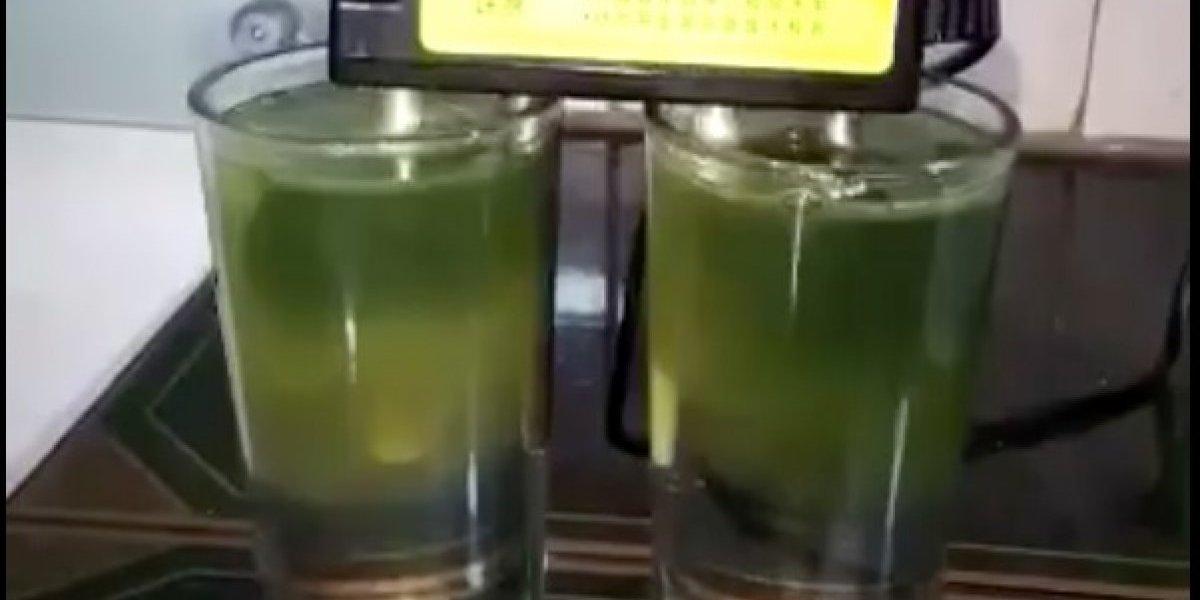 Controvertido video muestra cómo el agua de la llave de Santiago sale verde: ¿qué tan cierta es esa prueba?