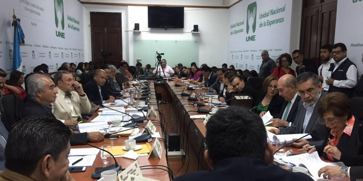 Debate por listado a candidatos de diputados retrasa dictamen