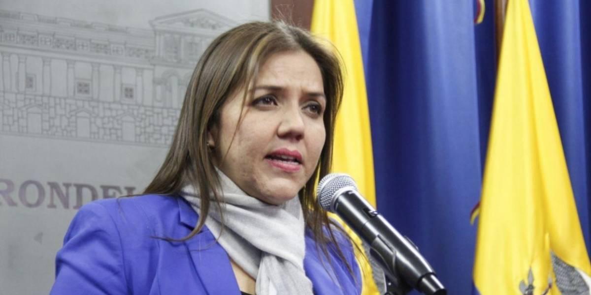 Vicepresidenta María Alejandra Vicuña ofreció declaraciones a la prensa