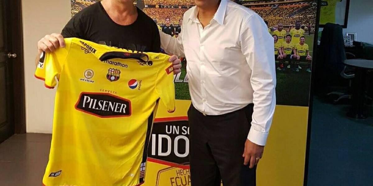 Mario 'Pájaro' Gómez, de Vilma Palma, hincha de Barcelona SC