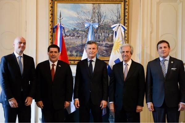 Infantino junto a los presidentes de Argentina, Uruguay y Paraguay