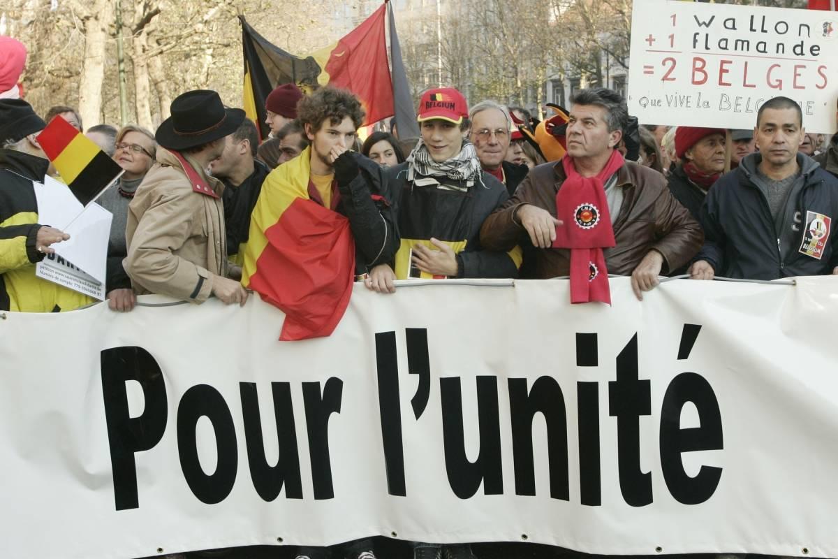 Valones y flamencos marchan por la unidad de Bélgica.