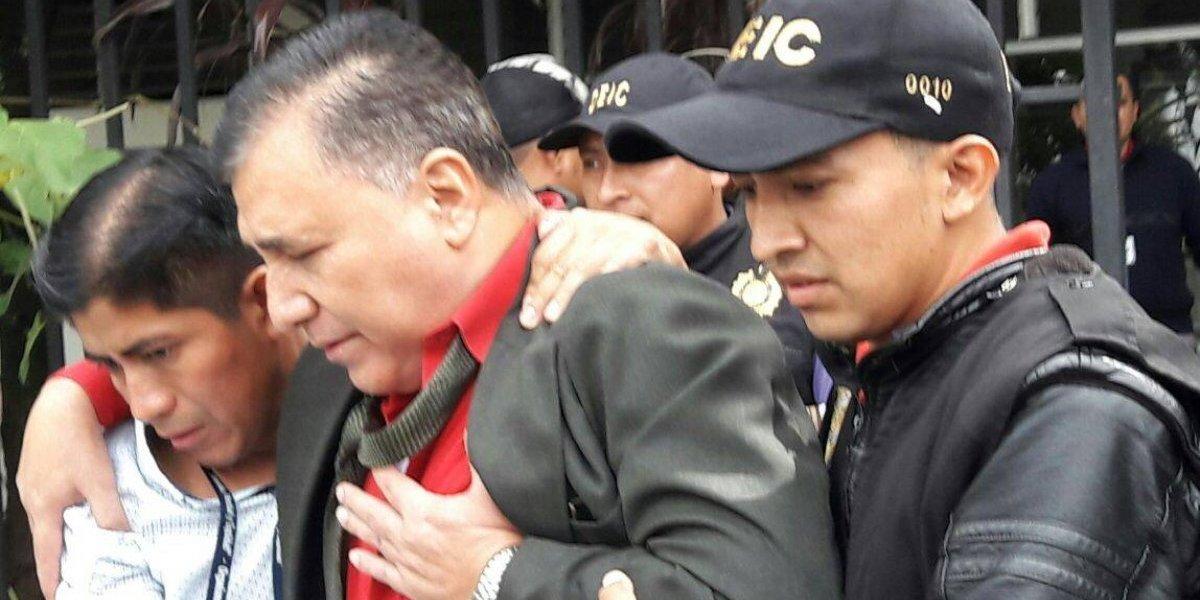 """Detienen a un juez que guardaba la imagen de """"Maximón"""" en su despacho"""