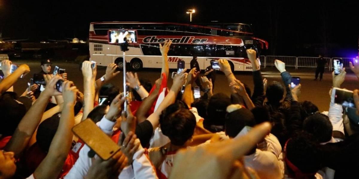 La piel de gallina: Miles de hinchas peruanos recibieron a su selección en Buenos Aires