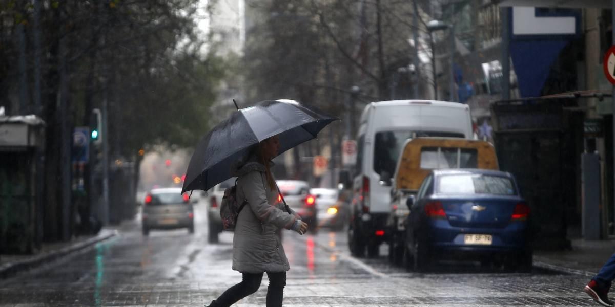Enel activa plan preventivo por pronóstico de lluvias en la región Metropolitana