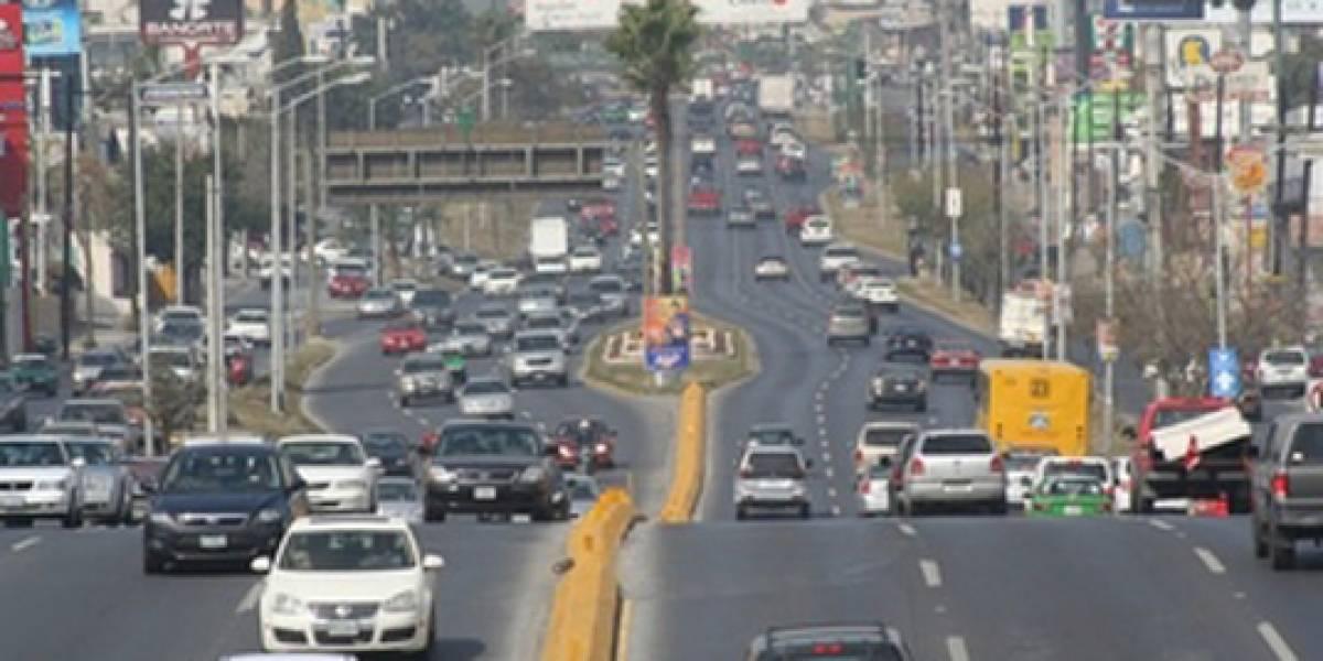 Se registra hundimiento en avenida principal de Monterrey