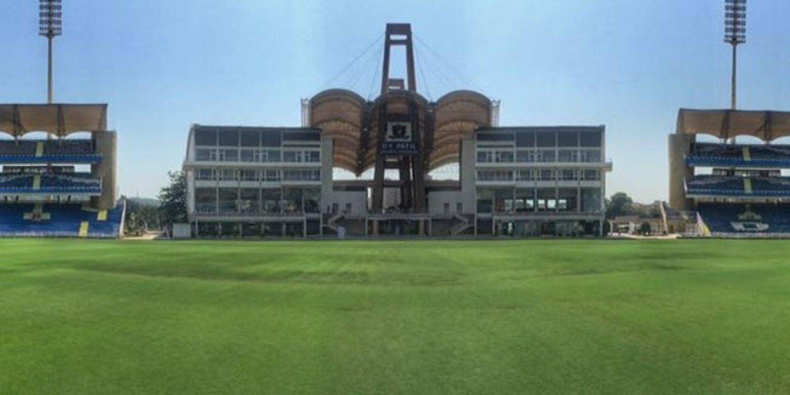 Dr. DY Patil Sports Stadium (Bombay): El más reciente de los estadio del Mundial Sub 17. Con el objetivo que sea un recinto para el fútbol y el cricket, fue inaugurado en 2008 y tiene una capacidad para 51 mil espectadores