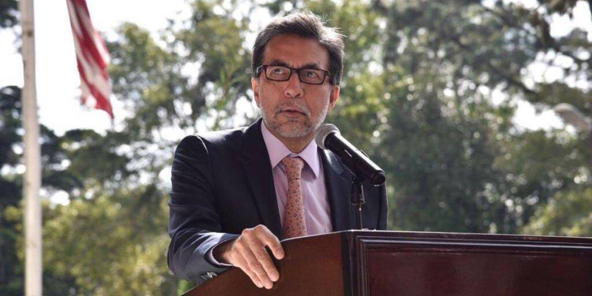 """Arreaga tiene la oportunidad de construir """"un puente"""" que ayude a romper la conflictividad en Guatemala, señalan diplomáticos"""