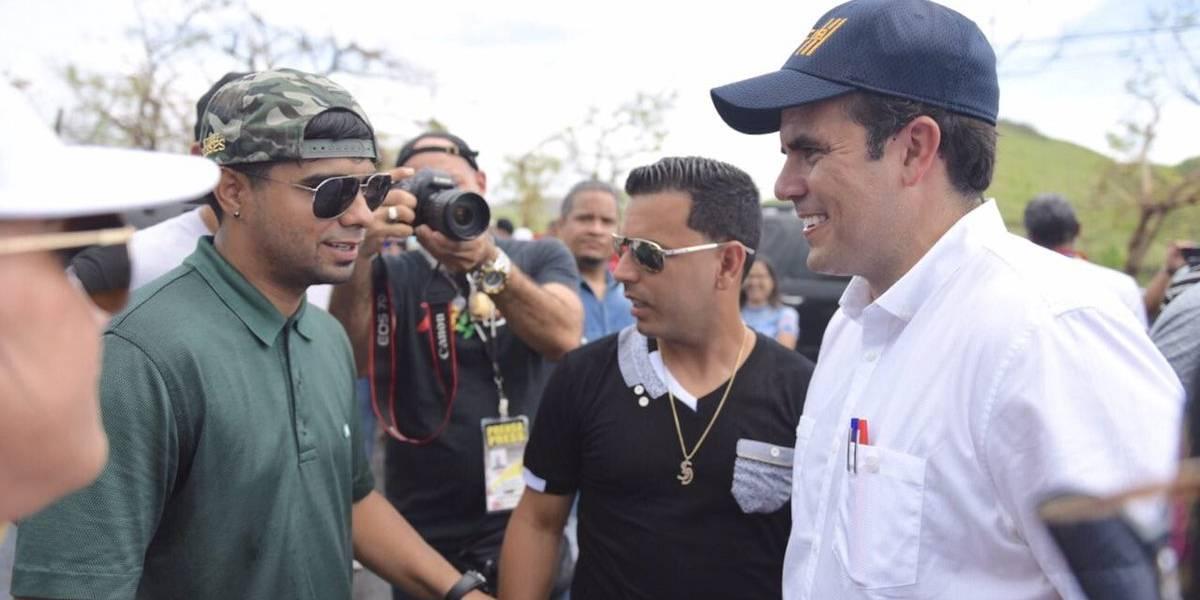 Tito y el Gobernador reparten ayuda en Guayama