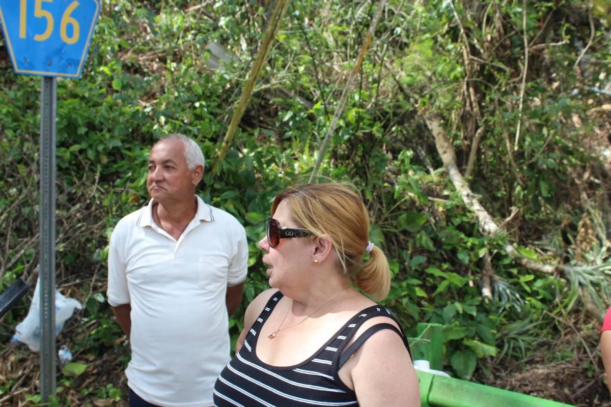 En la foto, Ángel Santiago, residente de Comerío, y Maritza Rodríguez, también residente del municipio. / Foto: Miguel Dejesús