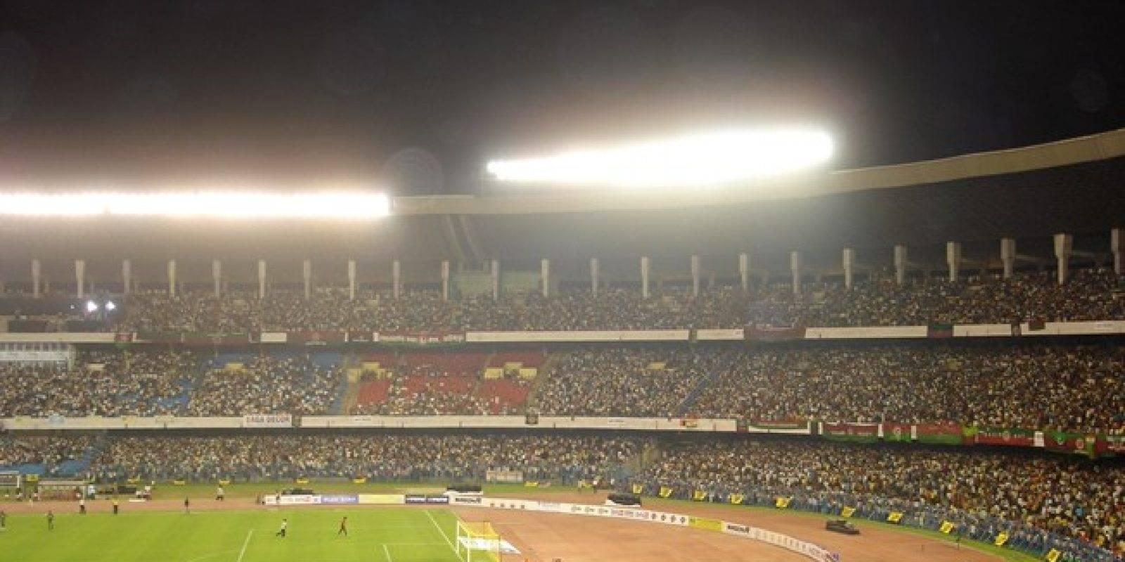 Yuva Bharti Krirangan (Calcuta): También conocido como Salt Lake Stadium, es uno de los estadios de fútbol más grande del mundo y el con mayor capacidad de India. Aunque en un momento albergó 120 mil espectadores, las distintas reformas que le han realizado lo tienen en 85 mil asistentes. Recibe los partidos de Mohun Bagan y East Bengal, de la primera división de India, y diversos encuentros de cricket
