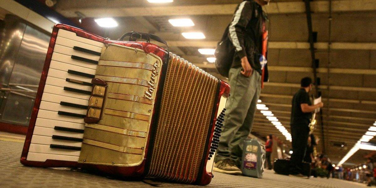Vendedores ambulantes y músicos sonaron: Metro les declaró la guerra y los prohibirá en los trenes