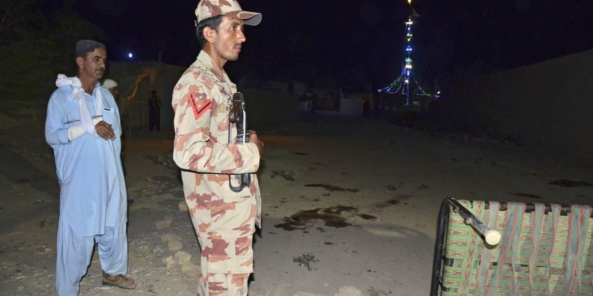 Ataque suicida en templo chií de Pakistán deja 20 muertos