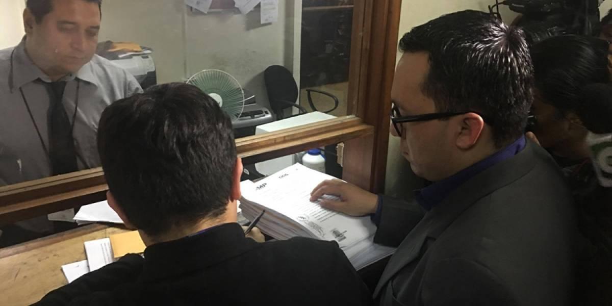 Presentan solicitud de antejuicio contra alcalde Alvaro Arzú