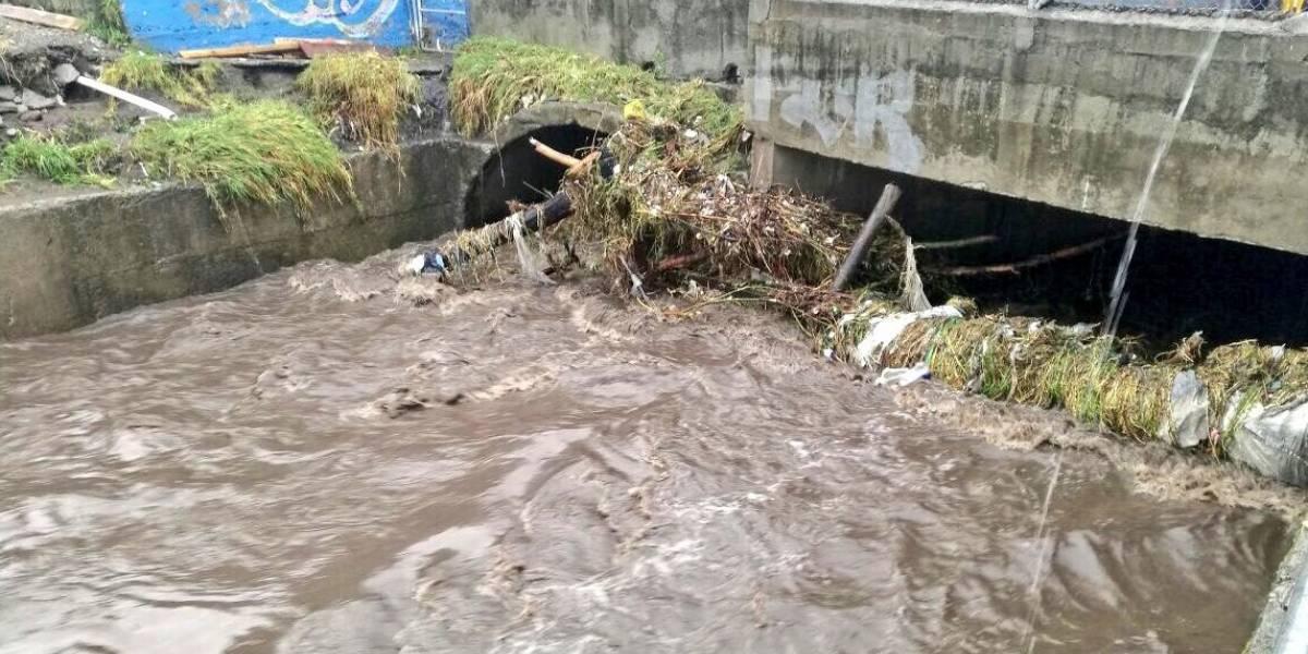 Se registró acumulación de agua tras lluvia en Quito