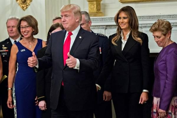 Trump quiere a ex esposa como embajadora