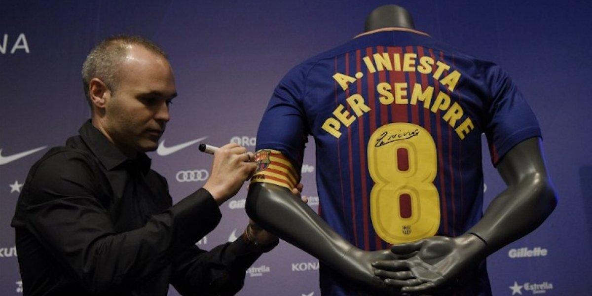 """VIDEO. El Barça comparte cómo vivió Andrés Iniesta su renovación """"de por vida"""""""