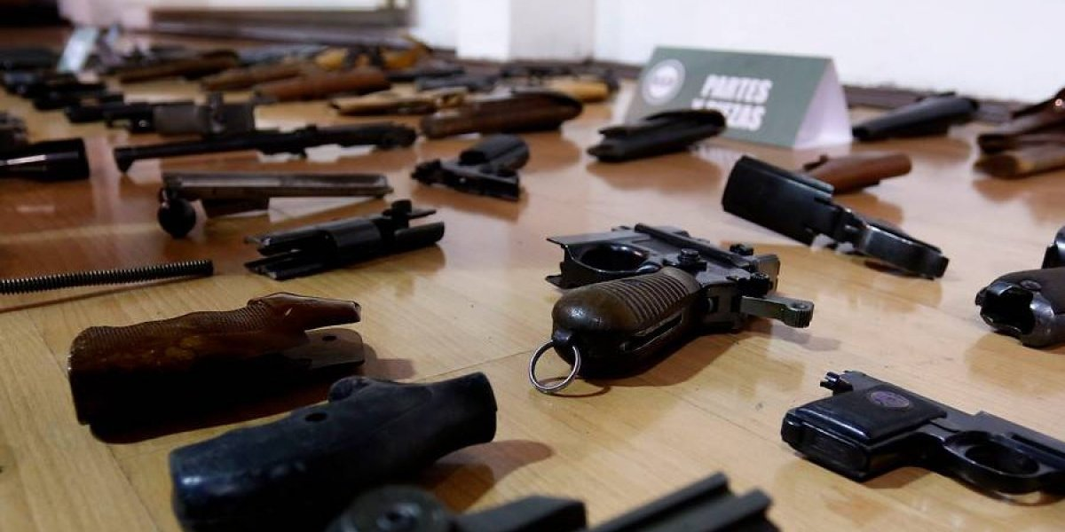 """Una matanza al estilo Las Vegas """"es poco probable"""" en suelo chileno, explica experta en armas"""