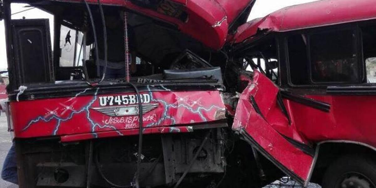 Varios heridos tras colisión de autobuses en la zona 13