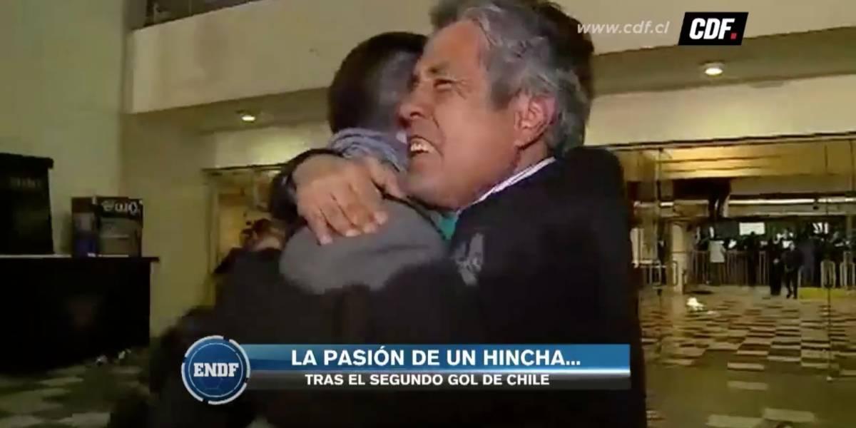 """""""¡Retiro todo lo dicho!"""" La divertida """"vuelta de chaqueta"""" de un hincha tras el segundo gol de Chile"""