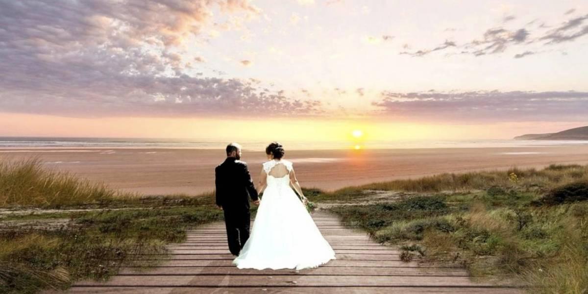 Novios se toman la fotografía de bodas más escandalosa de la historia