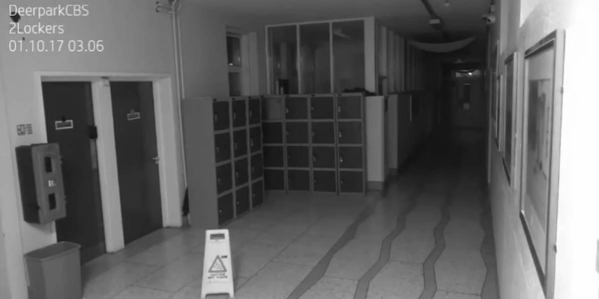 Cámaras captan 'actividad paranormal' en escuela y usuarios quedan desconcertados — YouTube