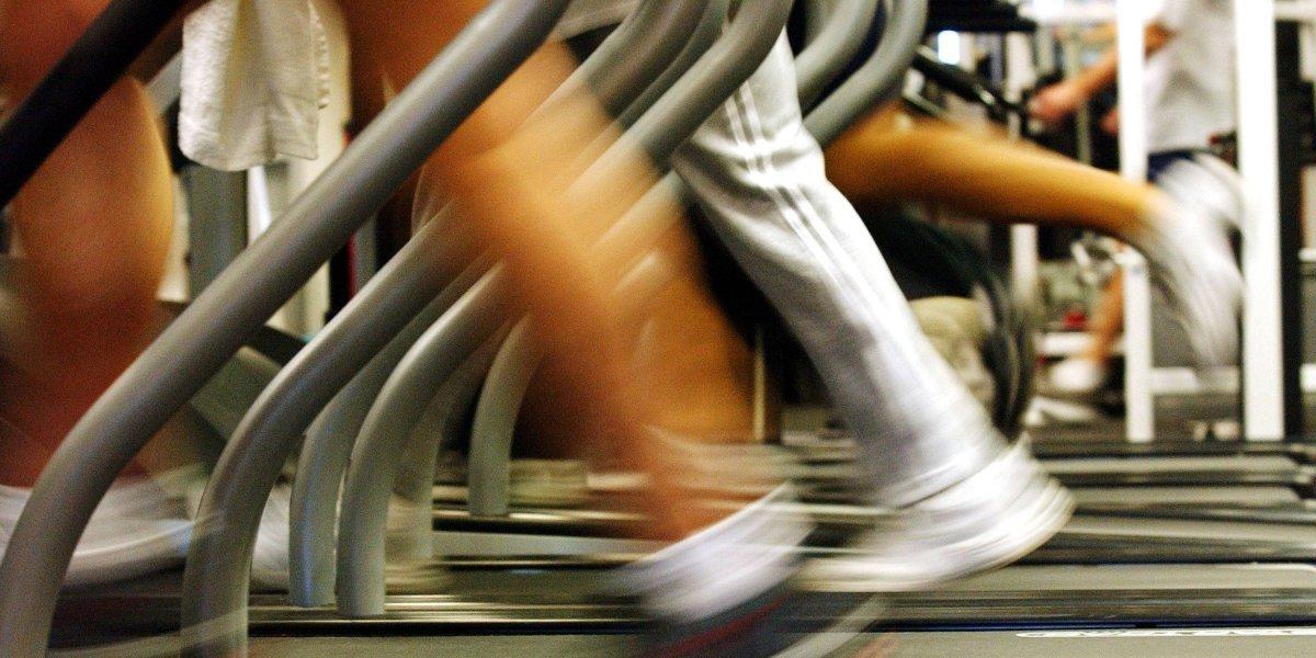 Ir al gym diario no sirve si trabajas en una oficina