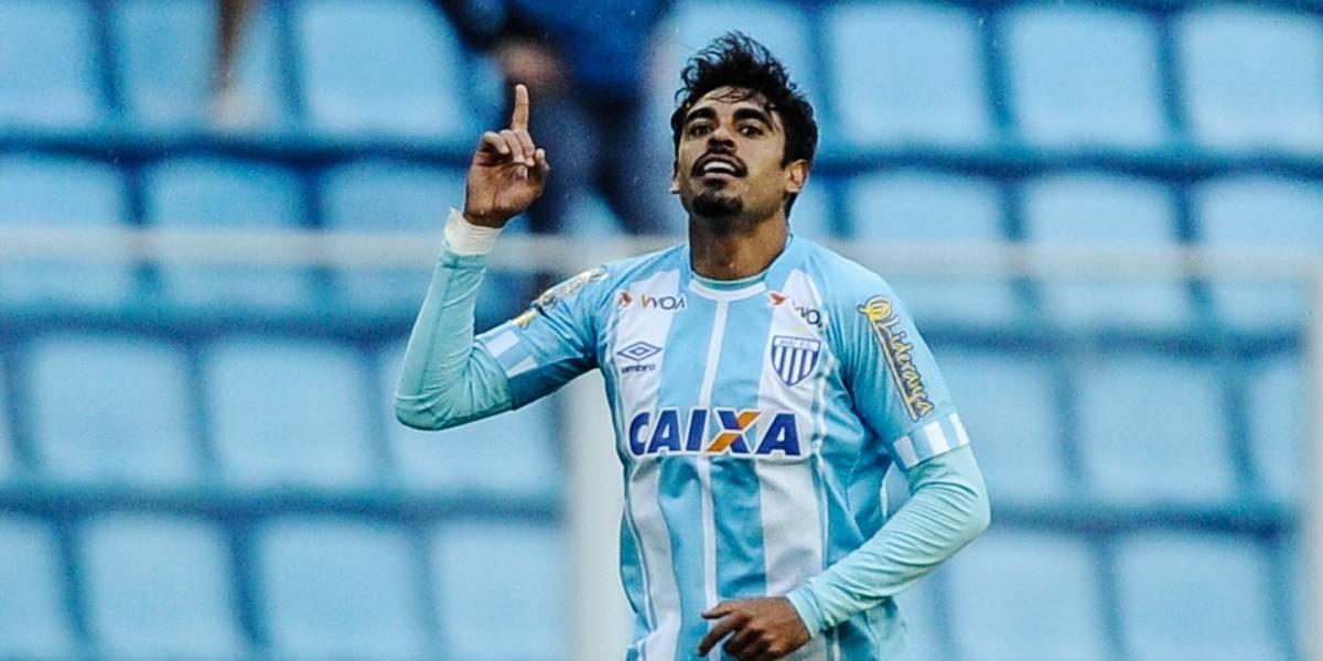 Sem Roger, Corinthians retoma negociações com Júnior Dutra