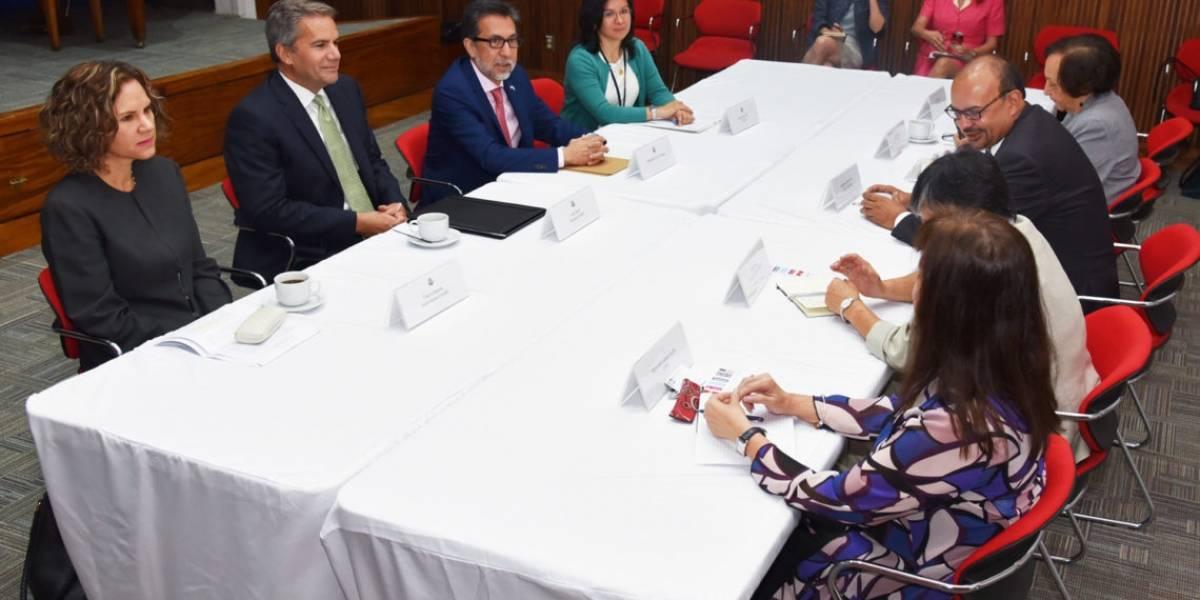 Embajador de EE. UU. se reúne con sociedad civil y líderes indígenas