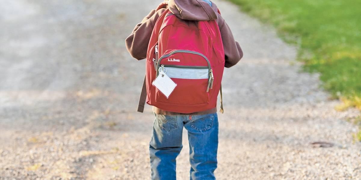 Entenda o impacto da mochila na coluna das crianças