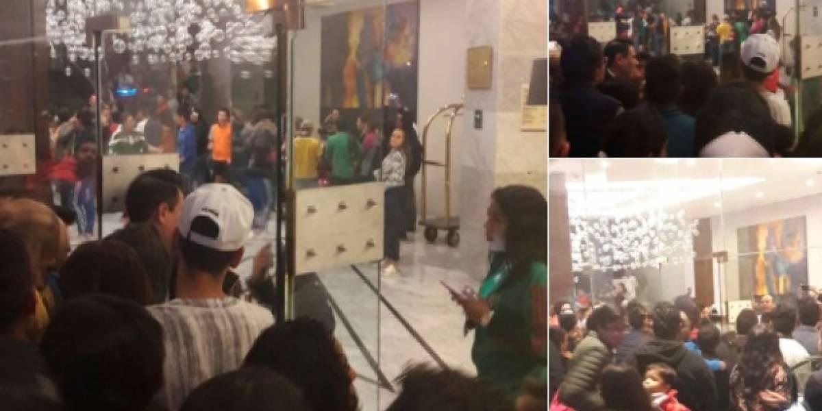 VIDEO: Aficionados dieron 'portazo' en el hotel del Tri
