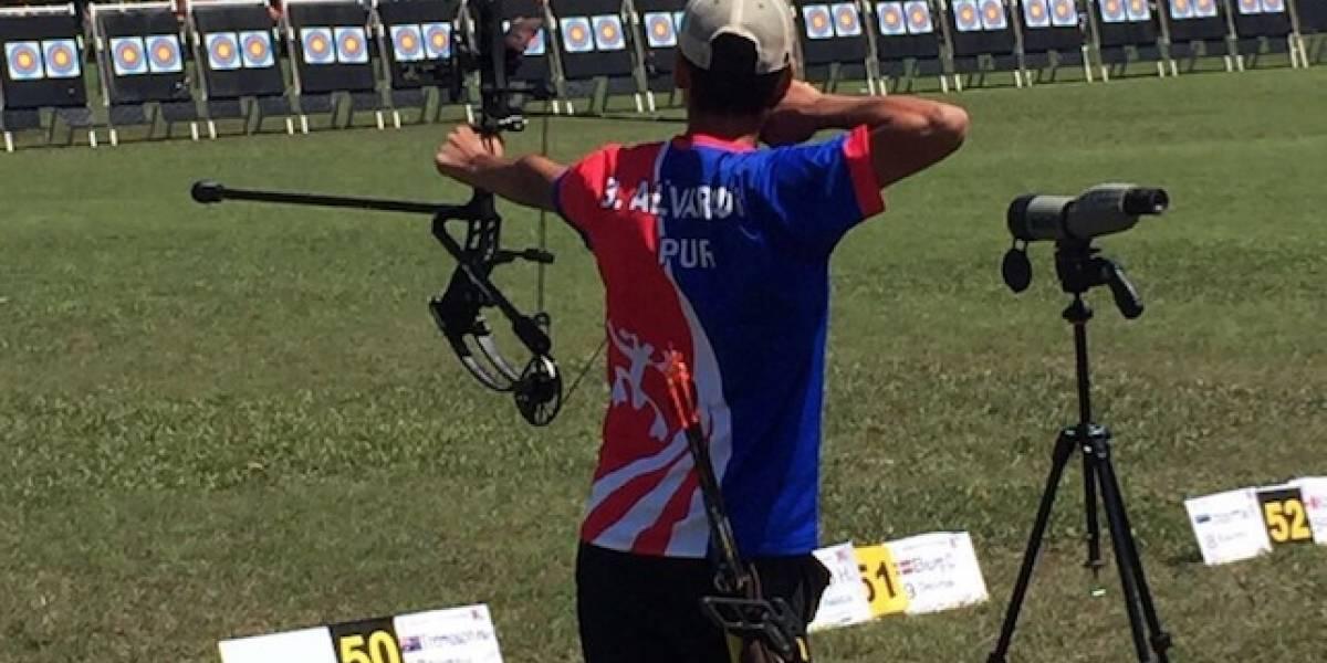 Bryan Alvarado va por el oro en competencia de arco compuesto