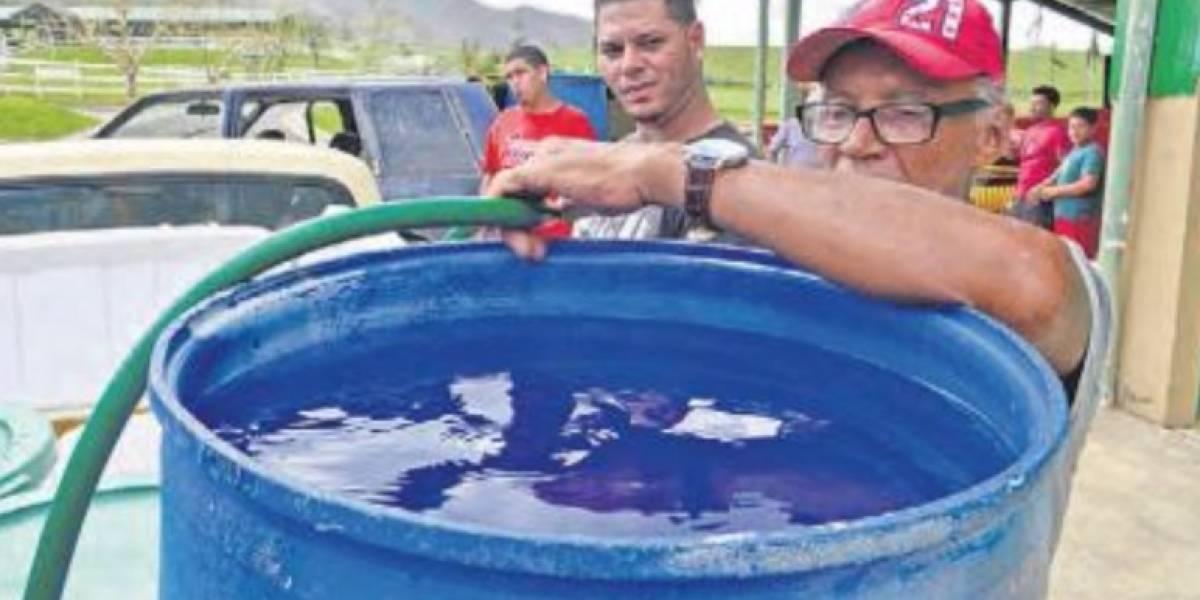 Moroveños distribuyen agua a comunidad en crisis