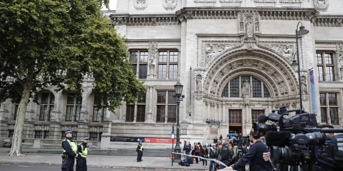 Un vehículo se abalanza sobre los peatones en Londres y causa varios heridos: descartan acto terrorista