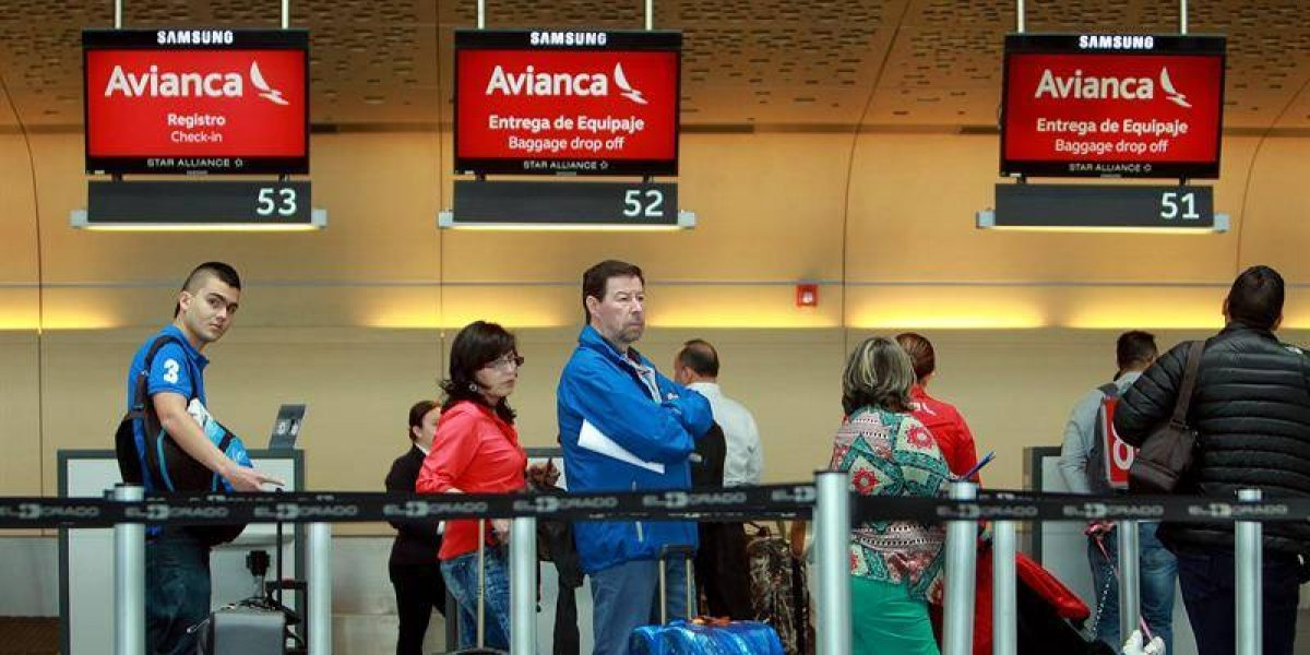 Controladores aéreos inician operación reglamento en solidaridad con pilotos de Avianca