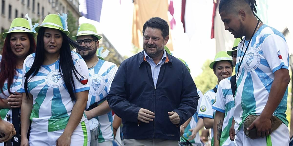 """Intendente Orrego feliz con """"Hecho en Casa"""": ahora anunció """"Santiago es Carnaval"""""""