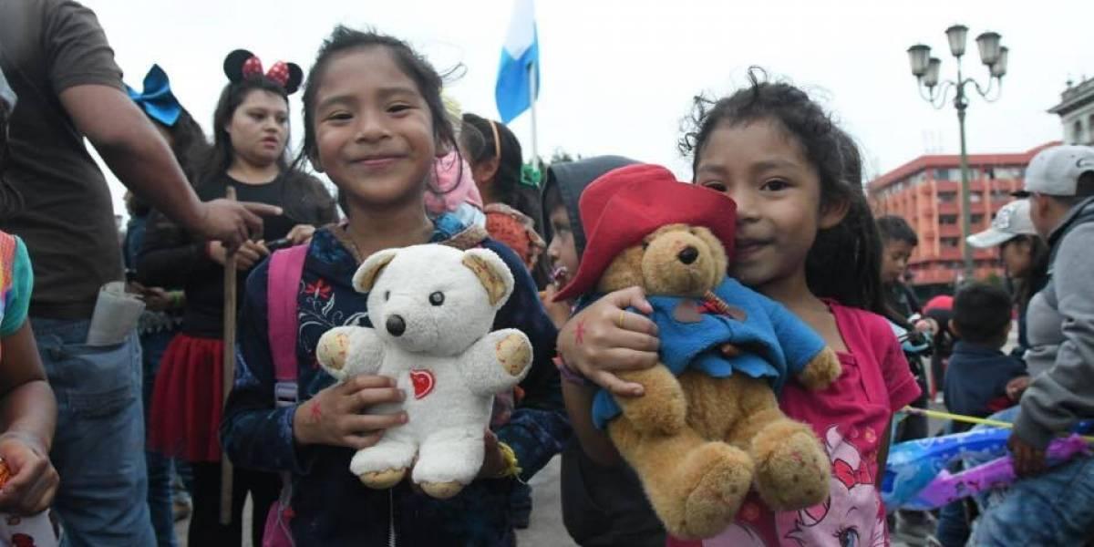 Sancarlistas y Anonymous celebran el Día del Niño en la Plaza