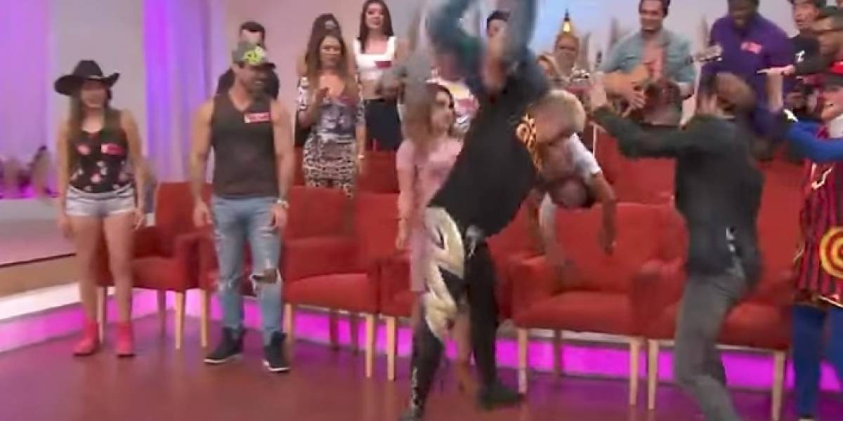VIDEO: Shocker golpea a comediante de TV Azteca en pleno programa