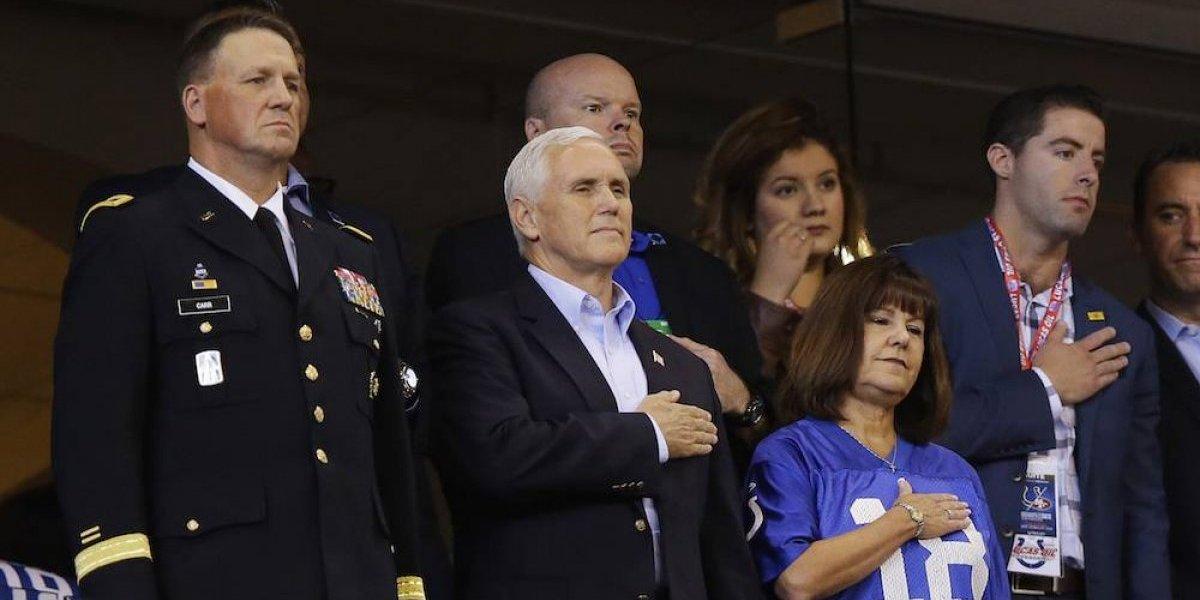 Vicepresidente de EU abandona juego por protestas de jugadores de los 49ers