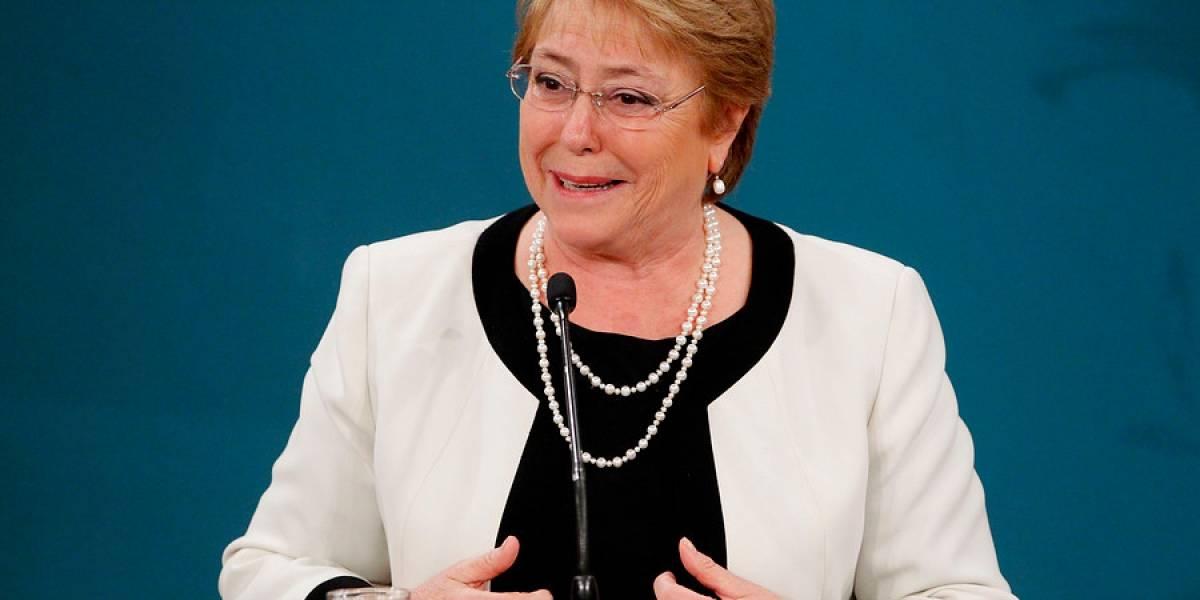 """Presidenta Bachelet: """"Hemos hecho mucho más que Piñera en todas las áreas"""""""